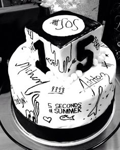 5 Seconds of Summer Birthday Cake. What Dad's would do for their daughters. Priceless!!