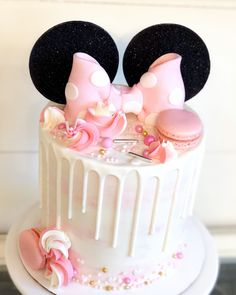 Watercolor buttercream with pink and gold touches! Mini Mouse Birthday Cake, Minnie Mouse Birthday Decorations, Minnie Mouse First Birthday, Pink Birthday Cakes, Minnie Mouse Birthday Theme, 2nd Birthday, Birthday Ideas, Minni Mouse Cake, Minnie Mouse Cookies