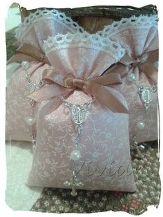 Lavender Bags, Lavender Sachets, Sachet Bags, Baby Dedication, Fabric Gift Bags, Shabby Chic Crafts, Felt Patterns, Inexpensive Gift, Deco Table