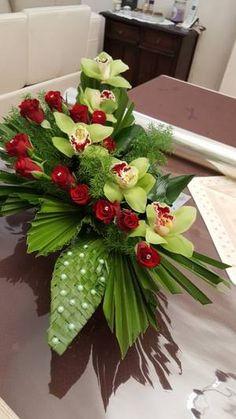 Blog de fleurart06730 - Skyrock.com Funeral Floral Arrangements, Tropical Flower Arrangements, Church Flower Arrangements, Beautiful Flower Arrangements, Beautiful Flowers, Grave Flowers, Church Flowers, Funeral Flowers, Exotic Flowers