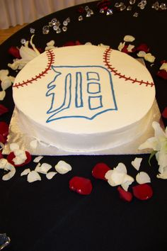 Detroit Tiger baseball cake Add baseball cupcakes and white piping on the sides for birthday party