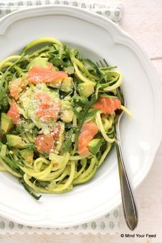 Courgette spaghetti met avocado en zalm - Mind Your Feed - courgette spaghetti met avocado courgette spaghetti met avocado courgette spaghetti met avocado Wel - # Healthy Pasta Recipes, Healthy Pastas, Raw Food Recipes, Cooking Recipes, I Love Food, Good Food, Food Inspiration, Food Print, Healthy Eating