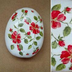 Piedra decorada/decoupage servilleta #manualidades #hechoamano #piedra #flores…