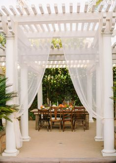 Summer backyard wedding dinner party   photo by Danielle Capito Photography   100 Layer Cake