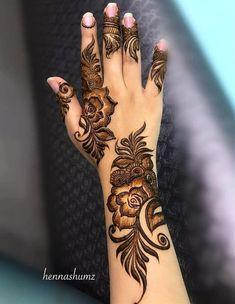 Pretty Krishna Janmashtami Mehndi Designs 2019 : Celebrate the joyous festival of Janmashtami with pretty krishna janmashtami mehndi designs for Henna Hand Designs, Dulhan Mehndi Designs, Mehandi Designs, Mehndi Designs Finger, Modern Henna Designs, Khafif Mehndi Design, Latest Henna Designs, Floral Henna Designs, Arabic Henna Designs