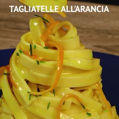 Tagliatelle all'arancia ORANGE TAGLIATELLE are an original and tasty first course: the tagliatelle are wrapped in a sauce made with caramelized orange peel and fresh eggs! Fun Cooking, Cooking Recipes, Healthy Recipes, Casserole Recipes, Pasta Recipes, Indian Food Recipes, Italian Recipes, Food Clipart, Food Tags