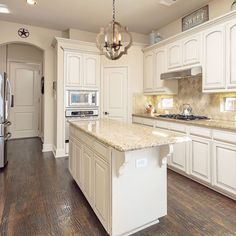 Consider Installing Kitchen Islands To Go With Your Unique Kitchen Design – Home Decor World Cream Kitchen Cabinets, Kitchen Cabinet Colors, Kitchen Redo, Repainting Kitchen Cabinets, Diy Kitchen Decor, Kitchen Ideas, Tan Kitchen Walls, Kitchen Island Upgrade, Kitchens With White Cabinets