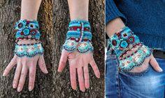 Cette manchette bracelet unique est au crochet de fil de coton 100 % avec des couleurs résistantes. Couleurs principales sont rouge, Bordeaux, turquoise, bleu de mer, menthe, beige. Pour ce faire j'ai utilisé des Techniques de Crochet de forme libre et je ne peux pas reproduire exactement la même chose à nouveau. La bordure du bracelet est au crochet à la menthe et les couleurs beiges dans le Style turc Oya et il est décoré avec des perles en turquoise naturelle et perles de verre. Les…