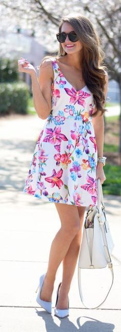 V-Neck Floral Dress with White Bag and Heels | Sum... | See more about White Bags, Floral Dresses and Heels.