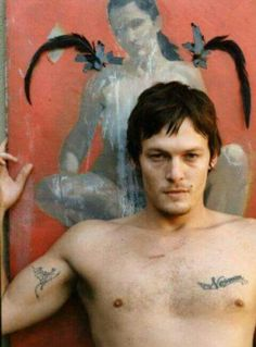 norman reedus from the boondock saints days.i think i need to go and watch the boondock saints again! The Boondock Saints, Boondock Saints Tattoo, Daryl Dixon, The Walking Dead, Norman Reedus Tattoos, Norman Reedus Shirtless, Tatted Men, Hollywood, Raining Men