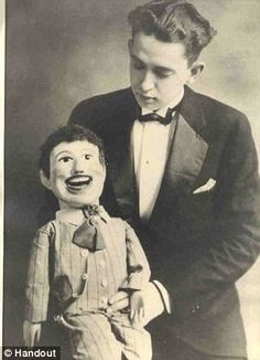 Creepy photos of ventriloquists' dummies show the scary side of the vintage shows Creepy Vintage, Vintage Circus, Paul Winchell, Paranormal, Slappy The Dummy, Ventriloquist Dummy, Circo Vintage, Creepy Photos, Strange Photos