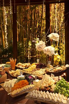 Fruit and Cheese Buffet. Even if you are serving other main dishes and sides, fruit and cheese always makes a nice addition to your servings. Catering Display, Party Catering, Buffet Set Up, Buffet Ideas, Antipasto, Charcuterie, Cheese Table Wedding, Buffets, Cheese Display