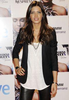 Me encanta Sara Carbonero, su look siempre estiloso! y tiene mi reloj!! jajajaj