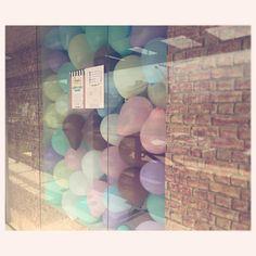 Vitrine Amélie Mundo Infantil #moda #Fashion #window #kids @infantil #vestido #fofo #loja #modainfantil #store #lindo #flower #vitrine #roupas #balloon