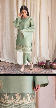 New Image : Pakistani fashion casual Beautiful Pakistani Dresses, Pakistani Party Wear Dresses, Pakistani Wedding Outfits, Pakistani Dress Design, Pakistani Bridal, Stylish Dress Designs, Stylish Dresses For Girls, Casual Dresses, Casual Wear