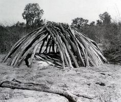indifenous aboriginal architecture- -hmmmm, my 1890 house looks a little different! = you are an asshole. Aboriginal History, Aboriginal Culture, Aboriginal People, Aboriginal Art, Aboriginal Education, Indigenous Education, Cultural Architecture, Australian Architecture, Terra Australis
