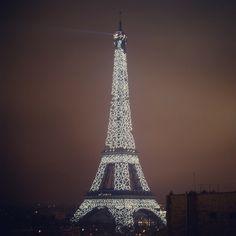 """#longexposure #eiffeltower #parisatnight #parislights #toureiffel #paris #illumination #nikon #d7100"""