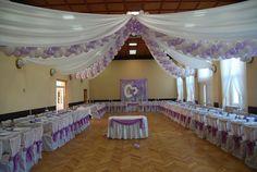 Wystrój sali weselnej w kolorze wrzosowym
