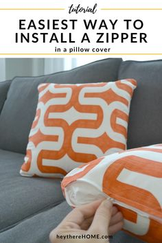 This is totally the easiest way to put a zipper into a pillow cover! Step by step with pictures @heytherehome.com Sewing Pillow Cases, Diy Pillow Covers, Sewing Pillows, Cushion Covers, Sewing Tutorials, Sewing Projects, Yarn Projects, Sewing Tips, Sewing Hacks