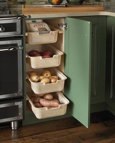 30 Corner Drawers and Storage Solutions for the Modern Kitchen Perfect corner shelf idea for the traditional kitchen [Design: Wood-Mode Fine Custom Cabinetry] Kitchen Corner, Kitchen Pantry, Kitchen Appliances, Smart Kitchen, Organized Kitchen, Kitchen Modern, Kitchen Shelves, Hidden Kitchen, Kitchen Countertops