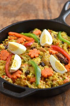 Bringhe is a type of paella made with glutinous rice, coconut milk, chicken and vegetables Filipino Recipes, Asian Recipes, Healthy Recipes, Ethnic Recipes, Filipino Dishes, Filipino Food, Asian Foods, Rice Dishes, Vegetables