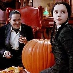 Loves most editions of the addams family but especially fond of the original Morticia and Gomez The Addams Family, Adams Family, Charles Addams, Carolyn Jones, Tales From The Crypt, The Munsters, Wednesday Addams, Dark And Twisted, Family Halloween Costumes
