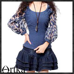 Приталенная блузка с рукавом-фонарик с декоративными застежками сверху
