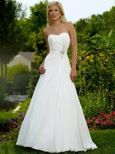 Sweetheart Bridal Gown Featured By Ruched Waistline and Chapel Length