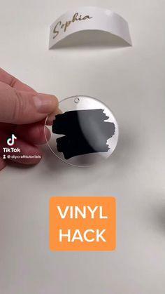Diy Resin Art, Diy Resin Crafts, Diy Crafts Hacks, Cricut Explore Projects, Vinyl Craft Projects, Vinyl Crafts, Keychain Design, Diy Keychain, Merci Marie