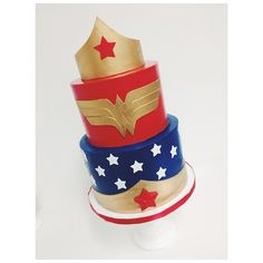 Wonder Woman cake with smooth buttercream by #_sammyflowers and fondant work by #elisecakes