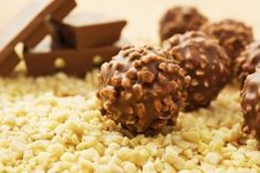 Chocolate Hazelnut Truffles Recipe - Learn how to make delicious, crunchy and creamy Hazelnut Truffles Nutella Balls for the Christmas celebration. Chocolate Hazelnut, Chocolate Peanut Butter, Italian Chocolate, Chocolate Coating, Chocolate Lovers, Vegan Desserts, Delicious Desserts, Dessert Recipes, Crack Crackers