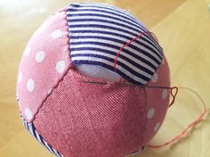 返し口をとじる Baby Toys, Kids Toys, Fabric Balls, Bee Art, Cool Baby Stuff, Handmade Baby, Baby Sewing, Homemade Gifts, Cute Gifts