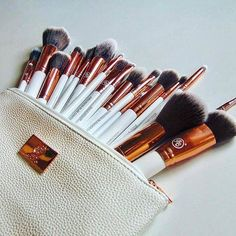 Totally in love with Boozy Cosmetics Rose Gold Make Up brushes from Boozyshop  Thanks @shaunyvos
