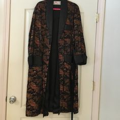~ ROBE CHINESE BOUGHT IN CHINA ~ ~ Bought in China ~ Beautiful Robe ~                    ~ Please feel free to make me a Reasonable Offer ~ No Trades ~  Intimates & Sleepwear Robes