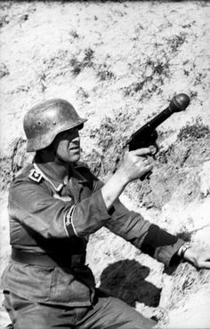 """Oberfeldwebel from Division """"Großdeutschland"""" with a grenade launcher pistol (Kampfpistole and Wurfkörper 361 LP) - Russia [June Hiroshima, Nagasaki, German Soldiers Ww2, German Army, Military Photos, Military History, Ww2 Pictures, Fukushima, War Machine"""