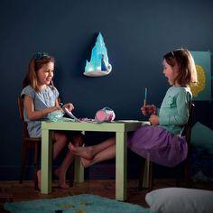 Applique LED à piles Frozen La reine des neiges - Anna et Elsa enchanteront la chambre à coucher de votre petite princesse | Luminaire.fr Anna Et Elsa, Led A Pile, Applique Led, Nursery, Child Room, Disney Frozen, Little Princess, Lighting