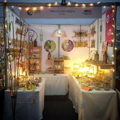 Tercer día en #manosmaestras2017 !!! Venga pronto porque esto está precioso pero se acaba rápido. En la tarde, me pilla así... Table Settings, Table Decorations, Furniture, Home Decor, Fast Finishers, Glass Bottles, Recycling, Atelier, Studio