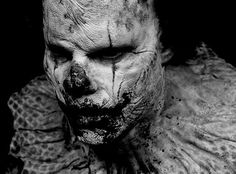 freak show { Creepy Clown, Creepy Dolls, Kopf Tattoo, Horror Artwork, Send In The Clowns, Evil Clowns, Fright Night, Dark Photography, Monochrom