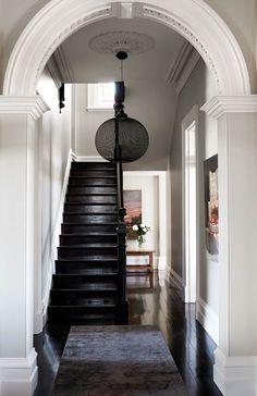 Home Interior Loft .Home Interior Loft Design Entrée, Flur Design, Deco Design, House Design, Victorian Hallway, Modern Victorian, Victorian Homes, Victorian Terrace House, Style At Home