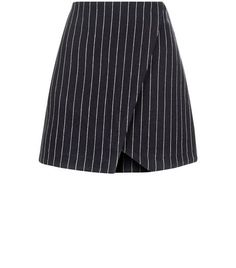Bring this pinstripe wrap front mini skirt into your work wear wardrobe for the summer season. Dress Outfits, Fall Outfits, Latest Fashion For Women, Womens Fashion, Nouveau Look, Stylish Clothes For Women, Bleu Marine, Jeans, New Look