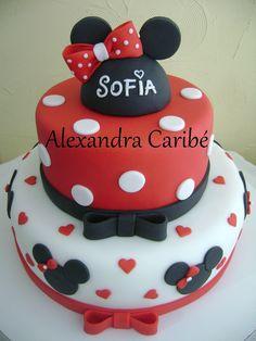 minnie mouse cake | Bolo Minnie vermelha com corações- Minnie Mouse red cake - a photo ...