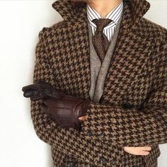 colors That houndstooth jacket though! Black Fluffy Coat, Pijamas Women, Dandy Style, Houndstooth Jacket, Latest Mens Fashion, Men Fashion, Well Dressed Men, Gentleman Style, Jacket Style