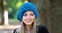 Un bonnet bleu au point mousse