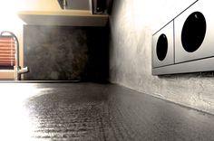 Béton Metali Küchenrückwand realisiert von www.shema.at #betonmetali Washing Machine, Home Appliances, Palette Knife, House Appliances, Appliances, Washers