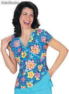 Resultado de imagen para estilos uniformes de enfermeria estampados Dental Uniforms, Scrubs Pattern, Cute Scrubs, Scrub Tops, Fashion Outfits, Womens Fashion, Blouse Designs, Work Wear, Floral Tops