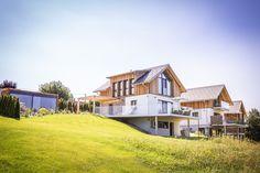 Luxus Chalets in der Genuss- und Weinregion Südsteiermark Golden Hill, Spa, Mansions, Country, House Styles, Home, Decor, Chalets, Natural Garden