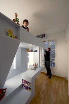 Перебираемся наверх? 10 идей со вторым ярусом в детской комнате фото 4