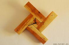 Reloj molinillo con madera de palets