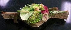 ~~ Contemporary Flower Arrangements, Tropical Flower Arrangements, Tropical Flowers, Art Floral, Floral Design, Funeral Flowers, Wedding Flowers, Garden Club, Ikebana