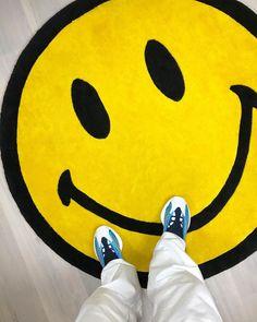 #hypebeast #sneakers #kicks #shoes #nike #adidas #yeezy #jordan #fashion #sneakersfemme #sneakershomme #unisex #streetwear #modestreetwear #modetendance #basketnikefemme #streetwearfashion #airmax #airforce #chaussures #chaussuresnike #chaussuresjordan #chaussuresretro #stockx #stockxsneaker Mode Streetwear, Streetwear Fashion, Hypebeast Sneakers, Basket Nike, Lifestyle Photography, Smiley, Superhero Logos, Yeezy, Air Max